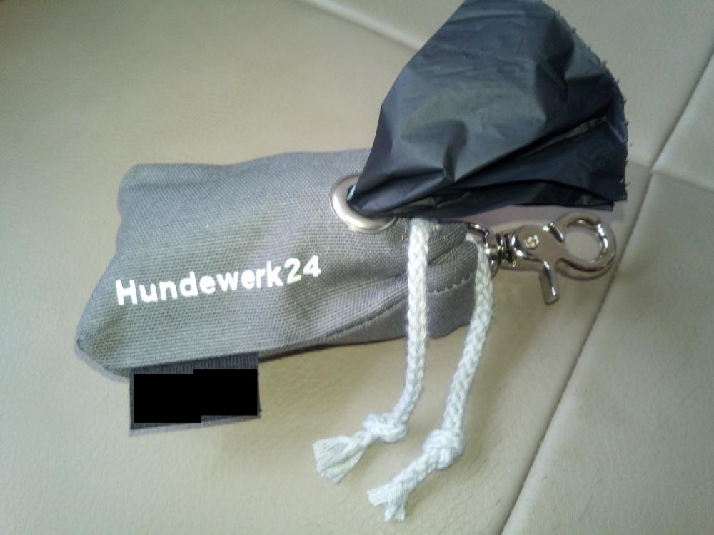 Kotbeutelspender, Handarbeit,  grau mit Aufdruck Hundewerk24<br />14,50 € *